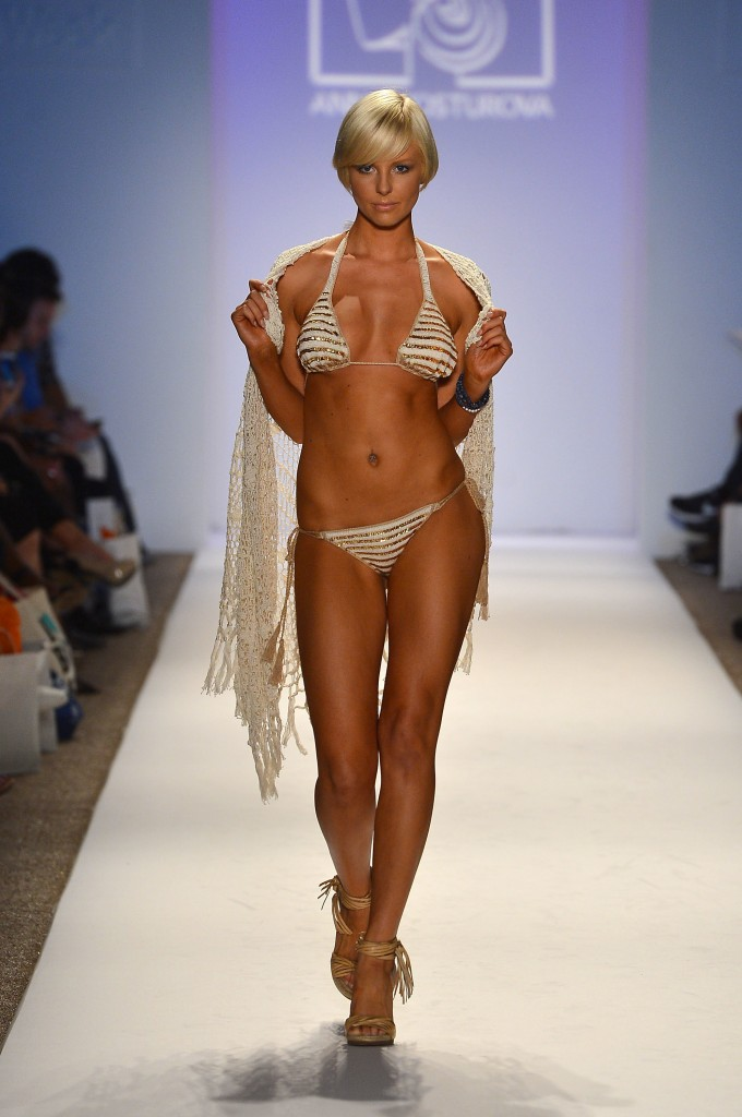 Anna Kosturova на Mercedes-Benz Fashion Week Swim 2013