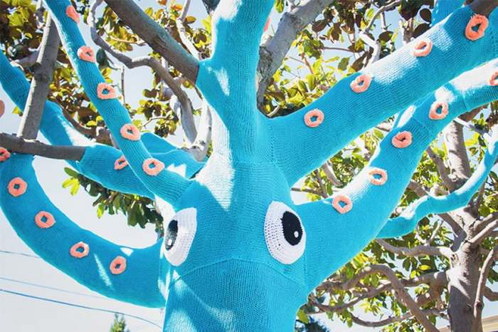 Yarn-Bombed-Tree-Squid6-640x426